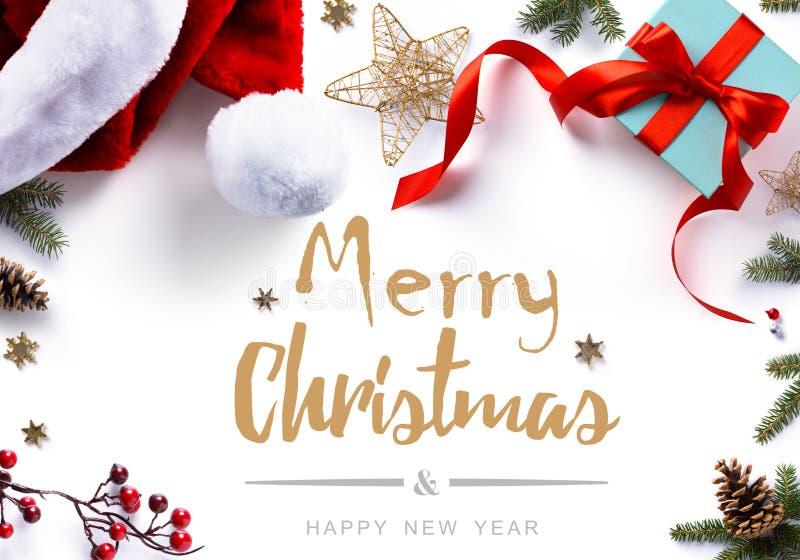 Presente, decorações e feriados do Natal doces no backgrou branco imagens de stock royalty free