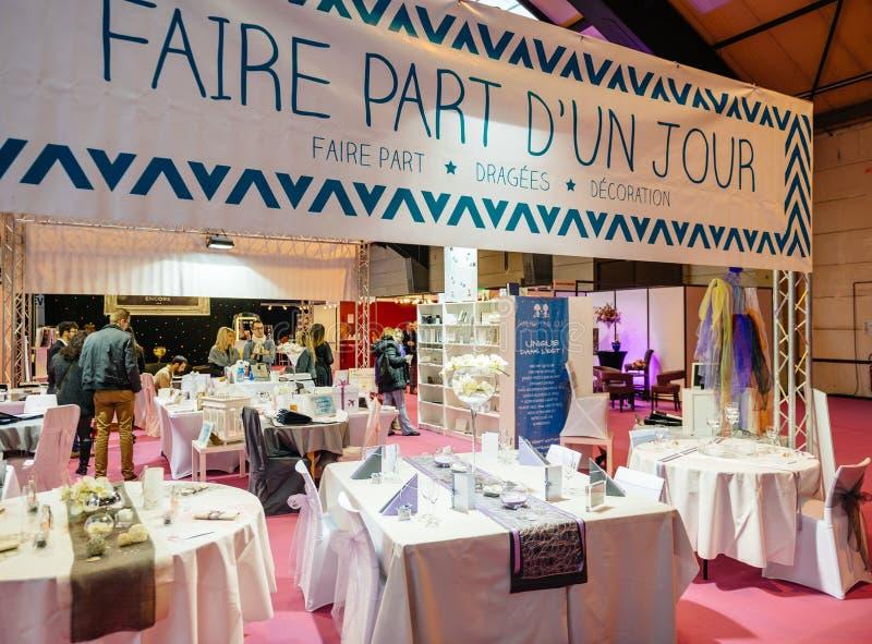 Presente el ajuste en Salon du Marriage que se casa Francia justa imagenes de archivo