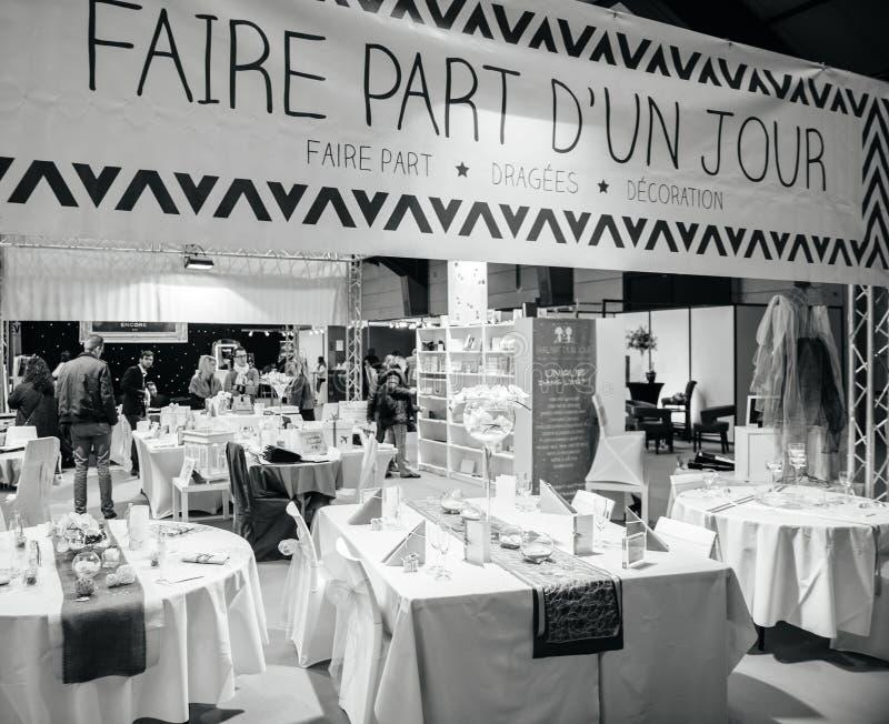 Presente el ajuste en Salon du Marriage que se casa Francia justa fotos de archivo