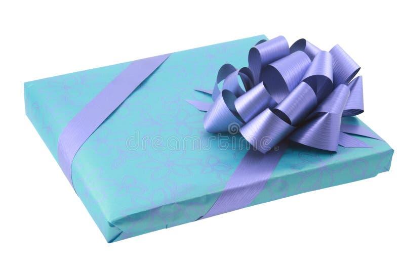 Presente envuelto con el arqueamiento imagen de archivo libre de regalías