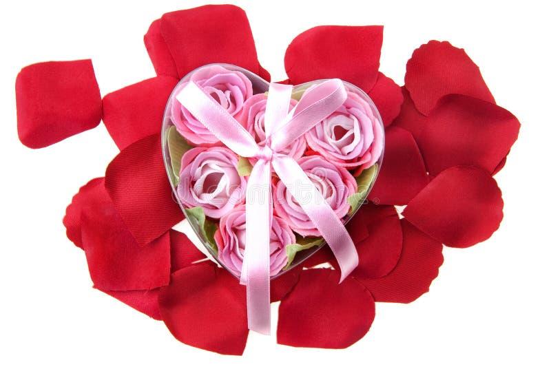 Presente hecho de rosas fotografía de archivo libre de regalías