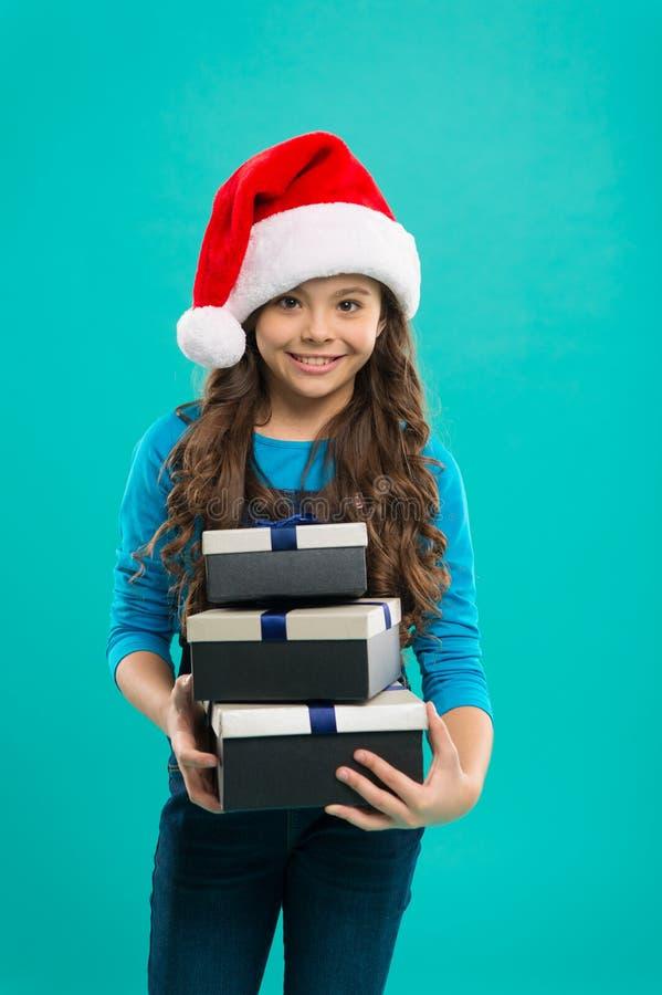 Presente para o Xmas Infância Partido do ano novo Criança de Santa Claus Compra do Natal, idéia para seu projeto Feriados de inve fotos de stock royalty free