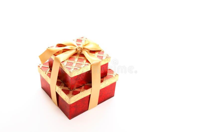 Presente vermelho do ouro fotografia de stock