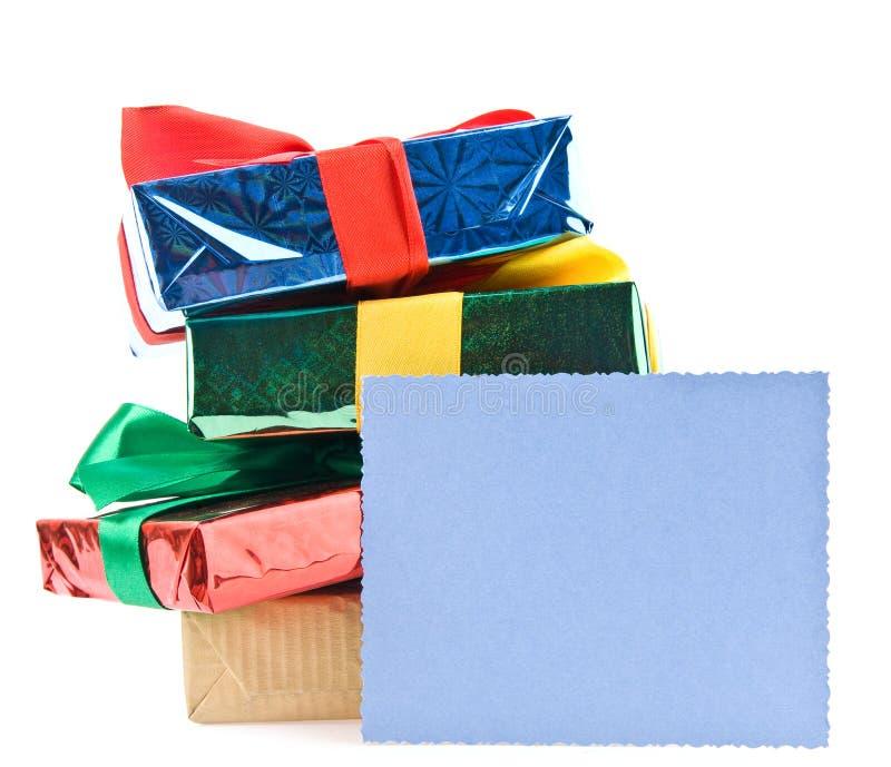 Presentes com um cartão imagens de stock