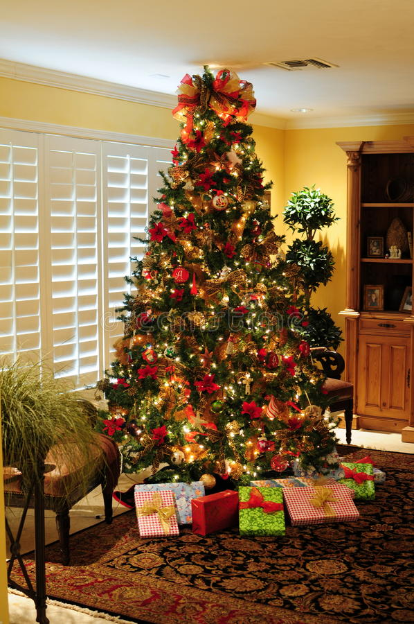 Presentes da árvore de Natal foto de stock