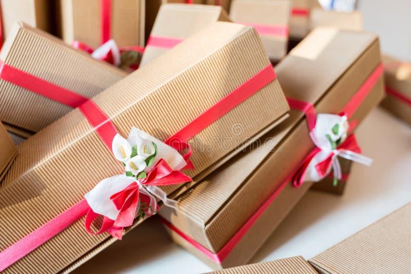 Presentes de casamento para o convidado fotos de stock
