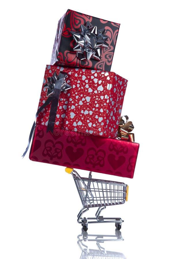 Presentes de compra por um dia especial fotografia de stock royalty free