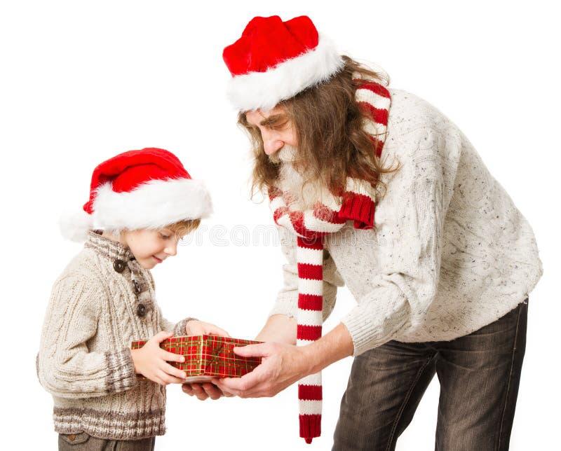 Presentes de la tenencia del niño de la Navidad y abuelo de Santa Claus fotos de archivo libres de regalías