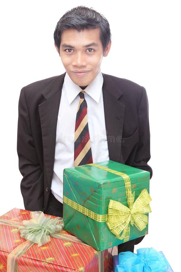 Presentes de Natal novos de w do homem de negócios fotografia de stock