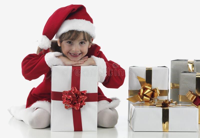 Presentes de uma menina e do xmas foto de stock royalty free