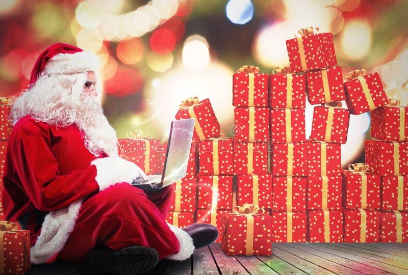 Presentes do Natal com Internet imagens de stock