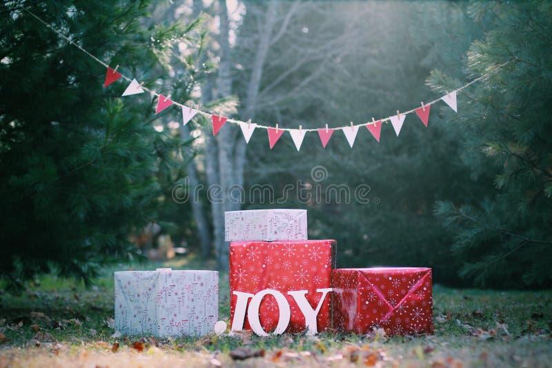 Presentes do Natal da alegria imagem de stock royalty free
