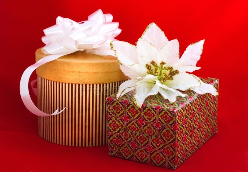Presentes Do Natal No Vermelho Fotos de Stock Royalty Free