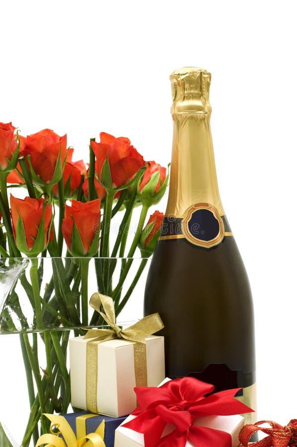 Presentes e champanhe fotos de stock