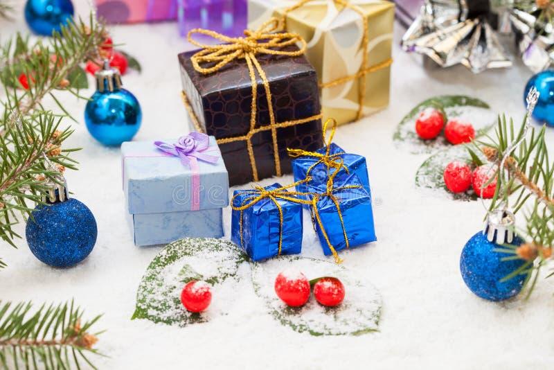 Presentes e decoração de Natal fotografia de stock