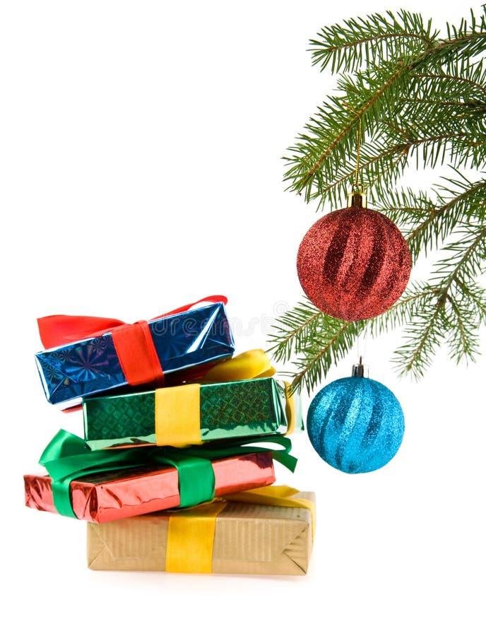 Presentes e decorações do Natal foto de stock royalty free