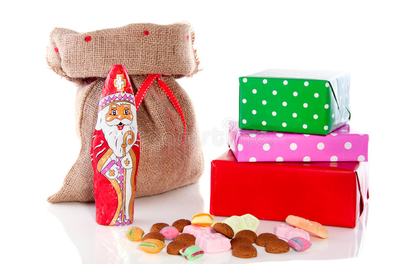 Presentes e doces holandeses de Sinterklaas fotografia de stock royalty free