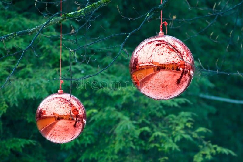 Presentes feericamente na Noite de Natal em Áustria imagens de stock