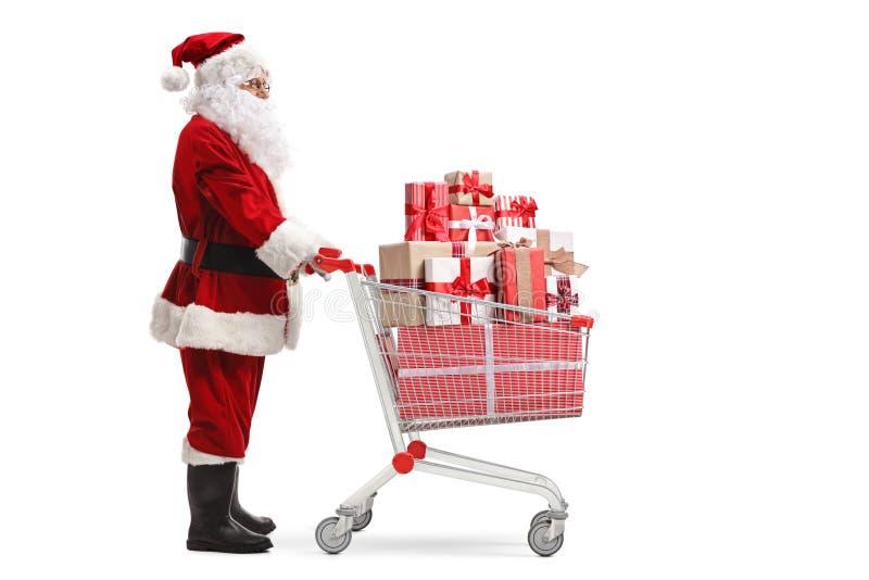 Presentes levando de Santa Claus em um carrinho de compras fotografia de stock