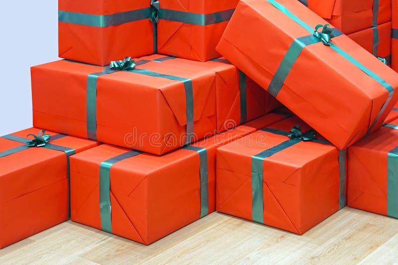 Presentes vermelhos fotografia de stock