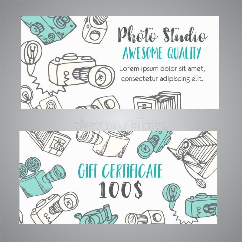 Presentkort för fotostudio eller fotograf hand drog kameror för foto för klottertecknad film retro, vektorillustration royaltyfri illustrationer