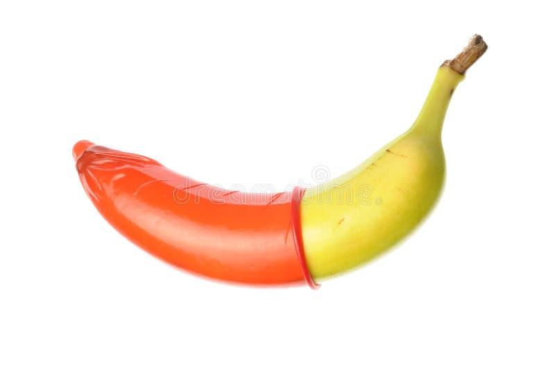 Preservativo en plátano foto de archivo