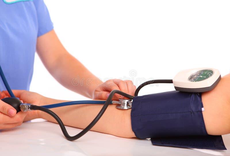 Presión arterial de medición imagen de archivo libre de regalías