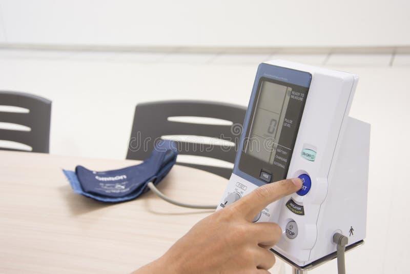 Presión arterial digital foto de archivo libre de regalías