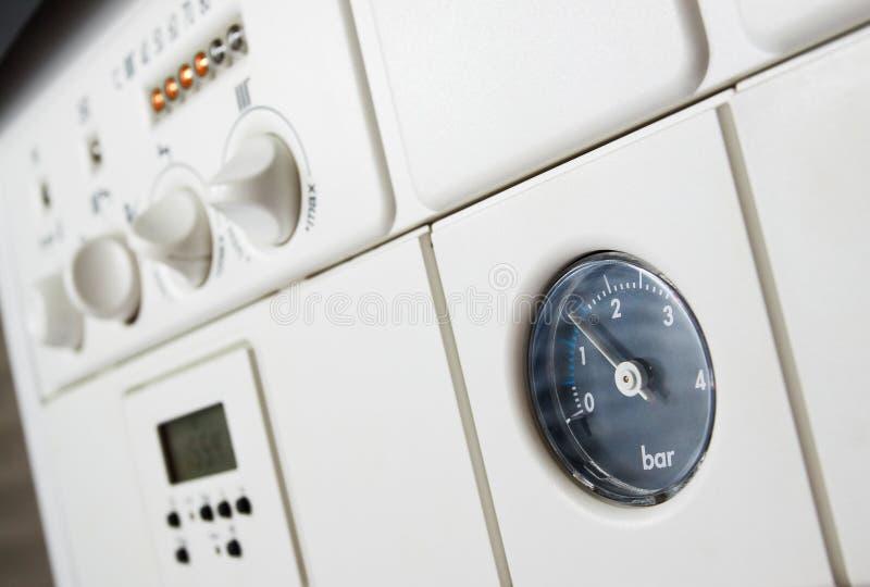 Presión de la caldera de calefacción central foto de archivo libre de regalías