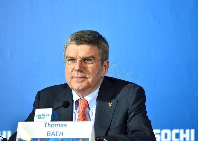President av internationella olympiska kommittéer Tomas Bach för en presskonferens royaltyfri foto