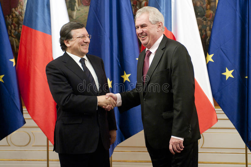 Jose Manuel Barroso e Milos Zeman fotos de stock royalty free