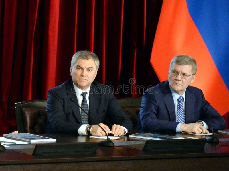 Presidente da duma de estado do conjunto federal da Federação Russa Vyacheslav Volodin e do promotor de justiça General do Russ fotografia de stock royalty free
