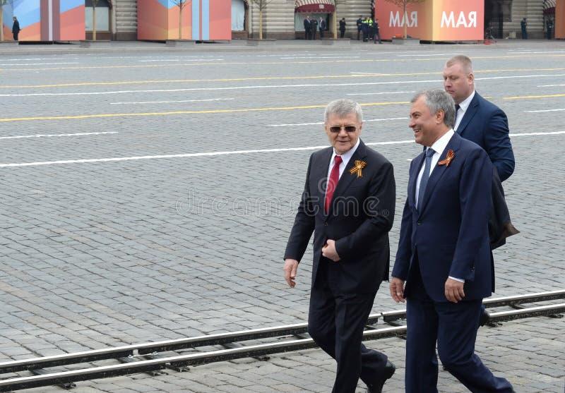 Presidente da duma de estado do conjunto federal da Federação Russa Vyacheslav Volodin e do promotor de justiça General Yuri Chai fotografia de stock royalty free