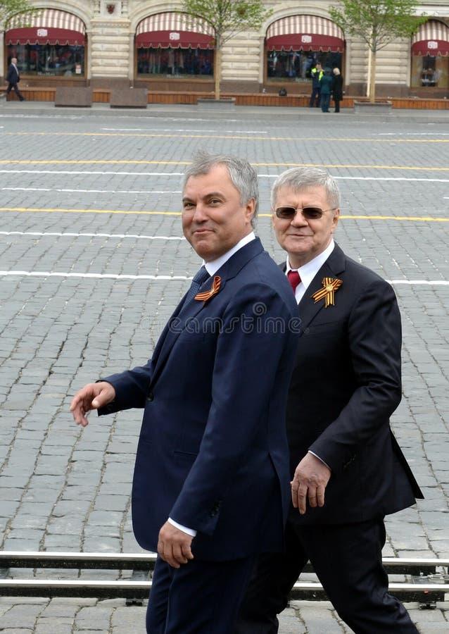 Presidente de la Duma Estatal de la asamblea federal de la Federación Rusa Vyacheslav Volodin y del querellante General Yuri Chai imágenes de archivo libres de regalías
