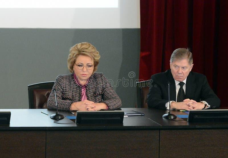 Presidente del Consiglio di federazione dell'Assemblea federale Valentina Matvienko ed il presidente della Corte suprema della R fotografia stock