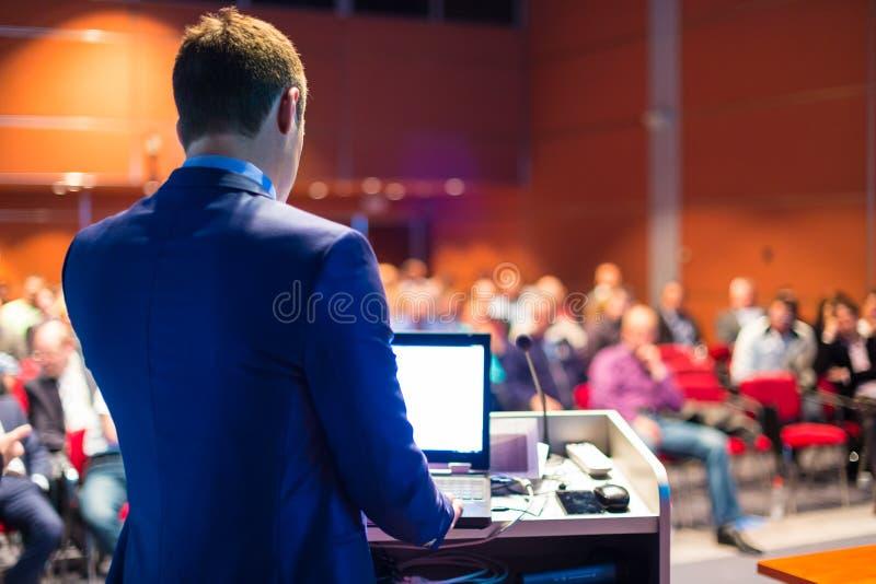 Presidente en el congreso de negocios y la presentación foto de archivo