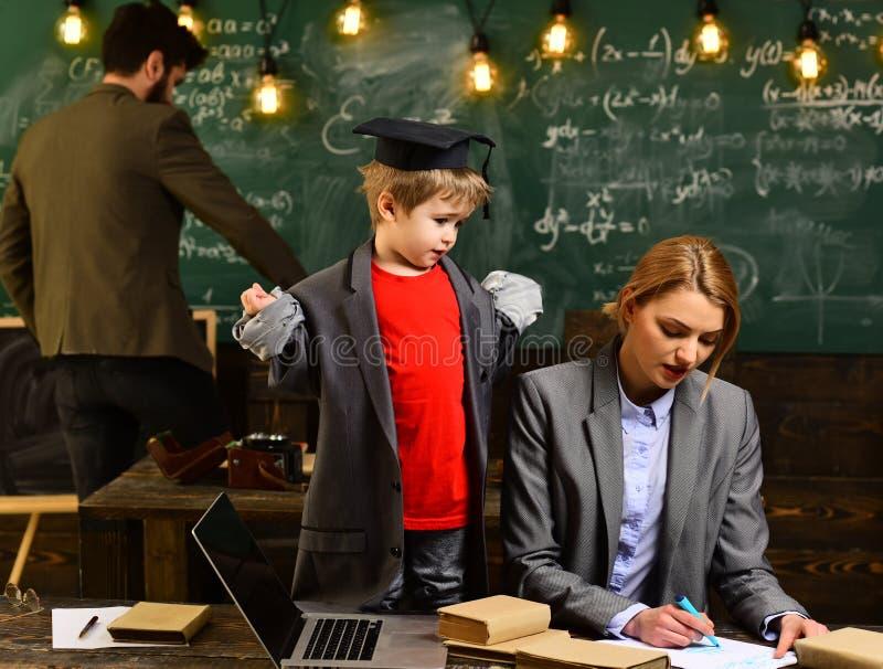 Presidente en el taller y la presentación, qué calidades del negocio hacen al profesor, Internet que estudia en línea de la educa fotografía de archivo