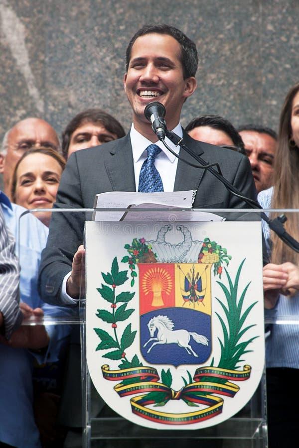 Presidente interino del ³ de Venezuela Juan Guaidà que habla en una reunión municipal en Caracas imagen de archivo libre de regalías