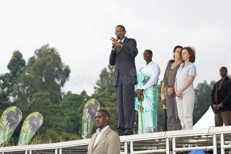 Presidente Paul Kagame e ator Don Cheadle foto de stock royalty free