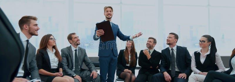 Presidente que da una charla sobre congreso de negocios corporativo Negocios foto de archivo libre de regalías
