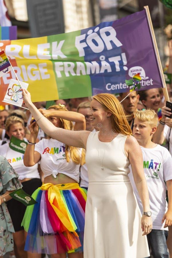 Presidente Swedish Centre Party de Annie Lööf que marcha em Europride foto de stock