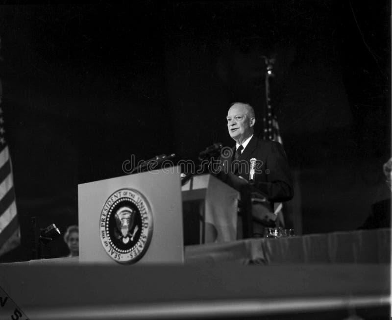 Presidenten Dwight Eisenhower levererar anförande royaltyfri fotografi