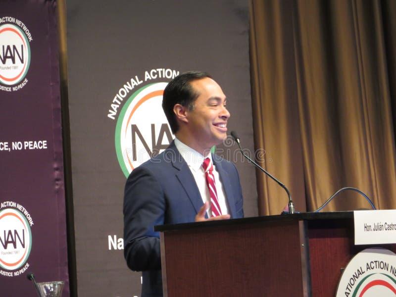 Presidentiële kandidaat Julian Castro die op de Nationale conferentie van het Actienetwerk spreken stock foto