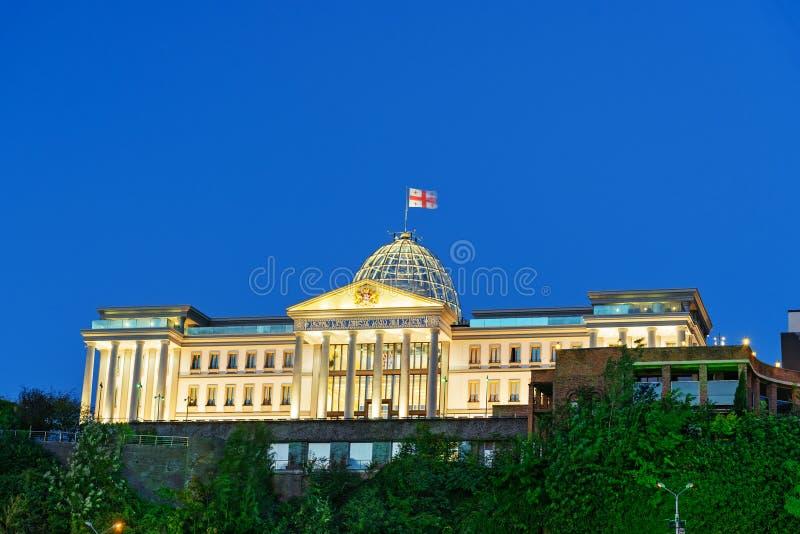 Presidentieel Paleis van Georgië in Tbilisi bij nacht stock foto's