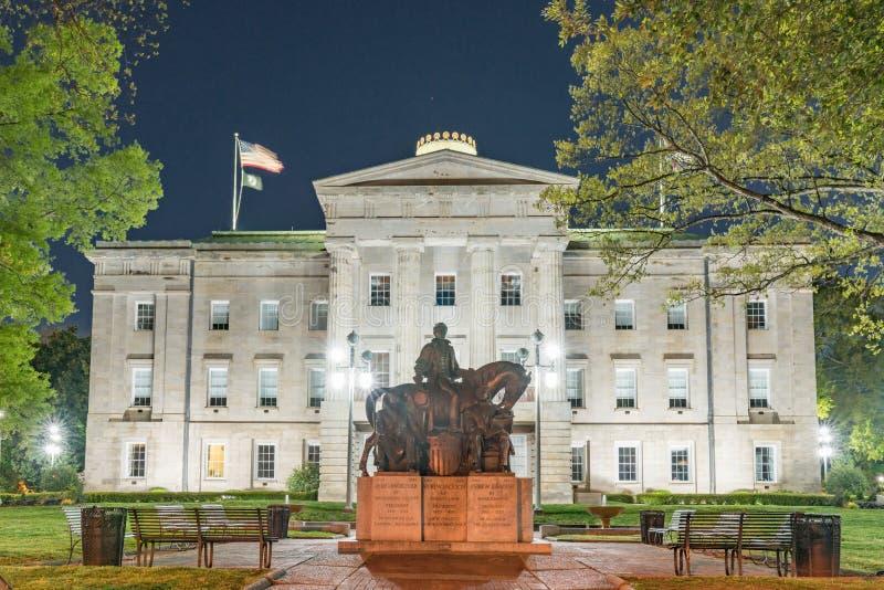 Presidentieel Standbeeld bij het Noorden Carolina Capitol Building bij Ni stock foto's