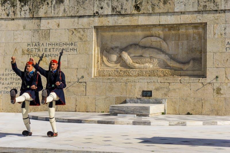 Presidents- vakt framme av den grekiska parlamentet i Aten, Grekland ändrande guard för ceremoni arkivbilder