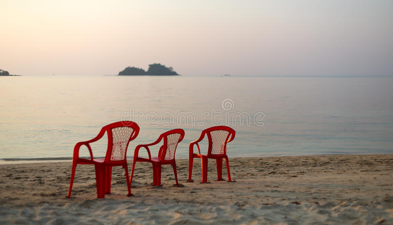 Presidenza vuota della spiaggia tre immagini stock