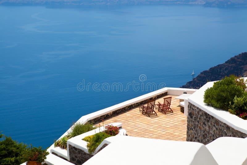 Presidenze di piattaforma in Thira, Santorini, Grecia fotografia stock