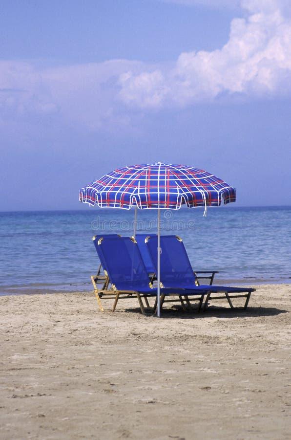 Download Presidenze di spiaggia immagine stock. Immagine di coppie - 7313599