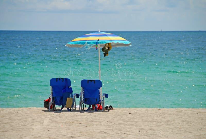 Presidenze di spiaggia vuote fotografia stock libera da diritti